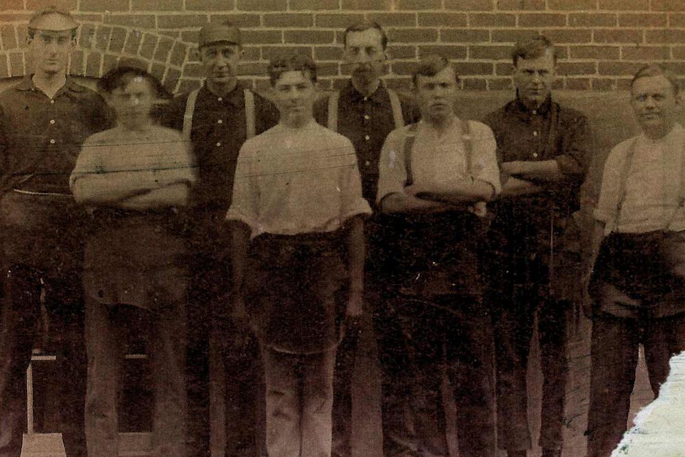 Работники фабрики Saucony, 1900-е годы