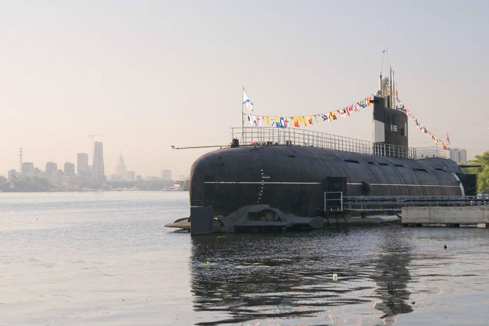 Подводная лодка Б-396 «Новосибирский комсомолец» в музее ВМФ в парке