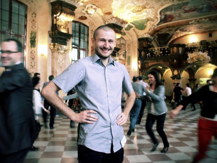 Jacek Golanski conducting a laughter workshop