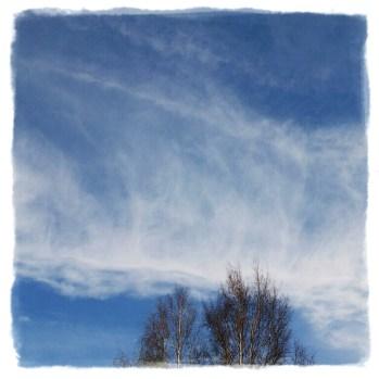 Små lätta moln ser jag på din himmel …
