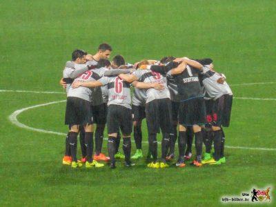 Da waren es noch elf. Aber auch zu zehnt: Starke Mannschaftsleistung des VfB. © VfB-Bilder.de