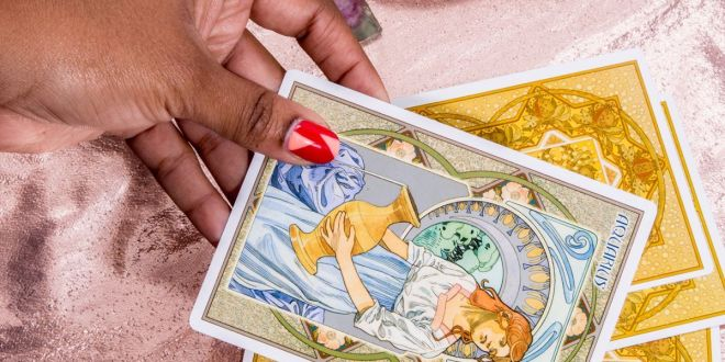 How to Use Tarot Cards to Know He's Cheating