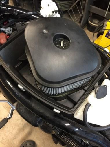 modification du boitier filtre à air par run iron works pour gagner de la place