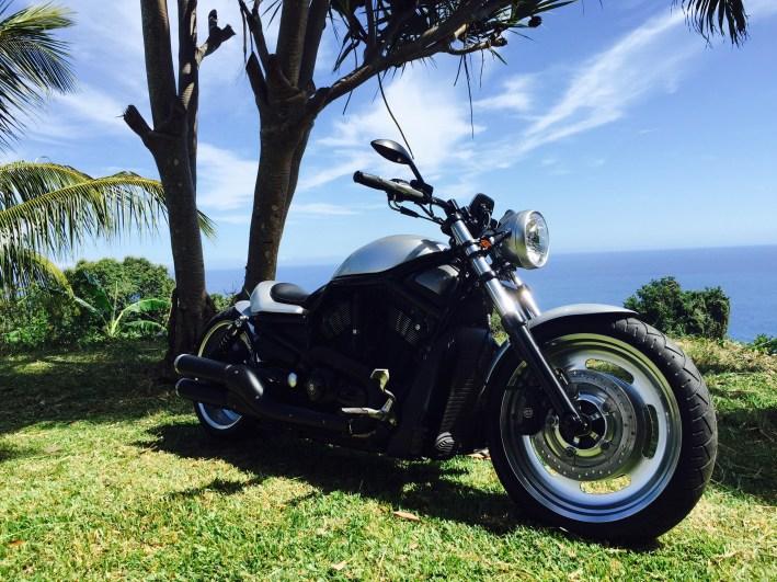 moto Harley Davidson VROD NRS Customisé à la réunion par Run Iron Works