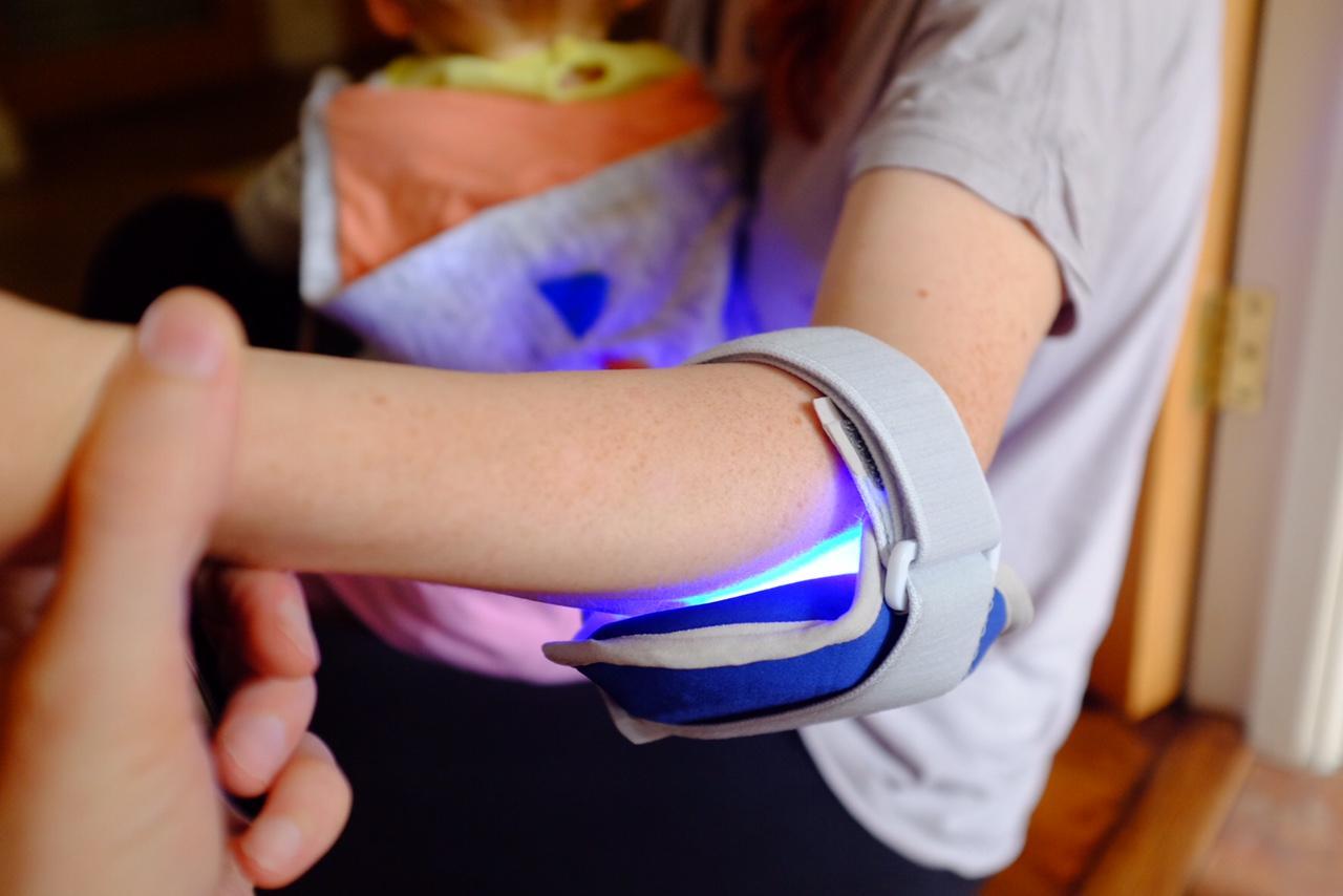 girl wearing philips bluecontrol on elbow