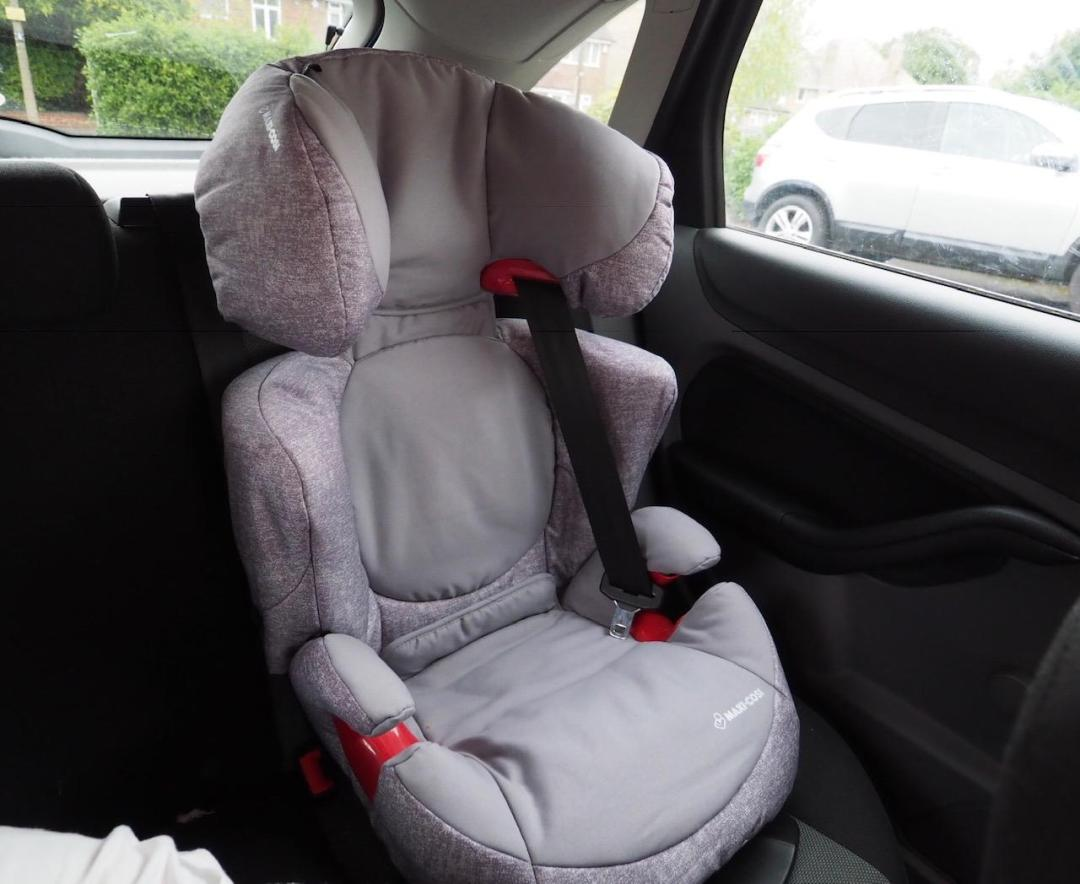 the maxi-cosi Rodi Air Protect car seat in nomad grey installed in car empty