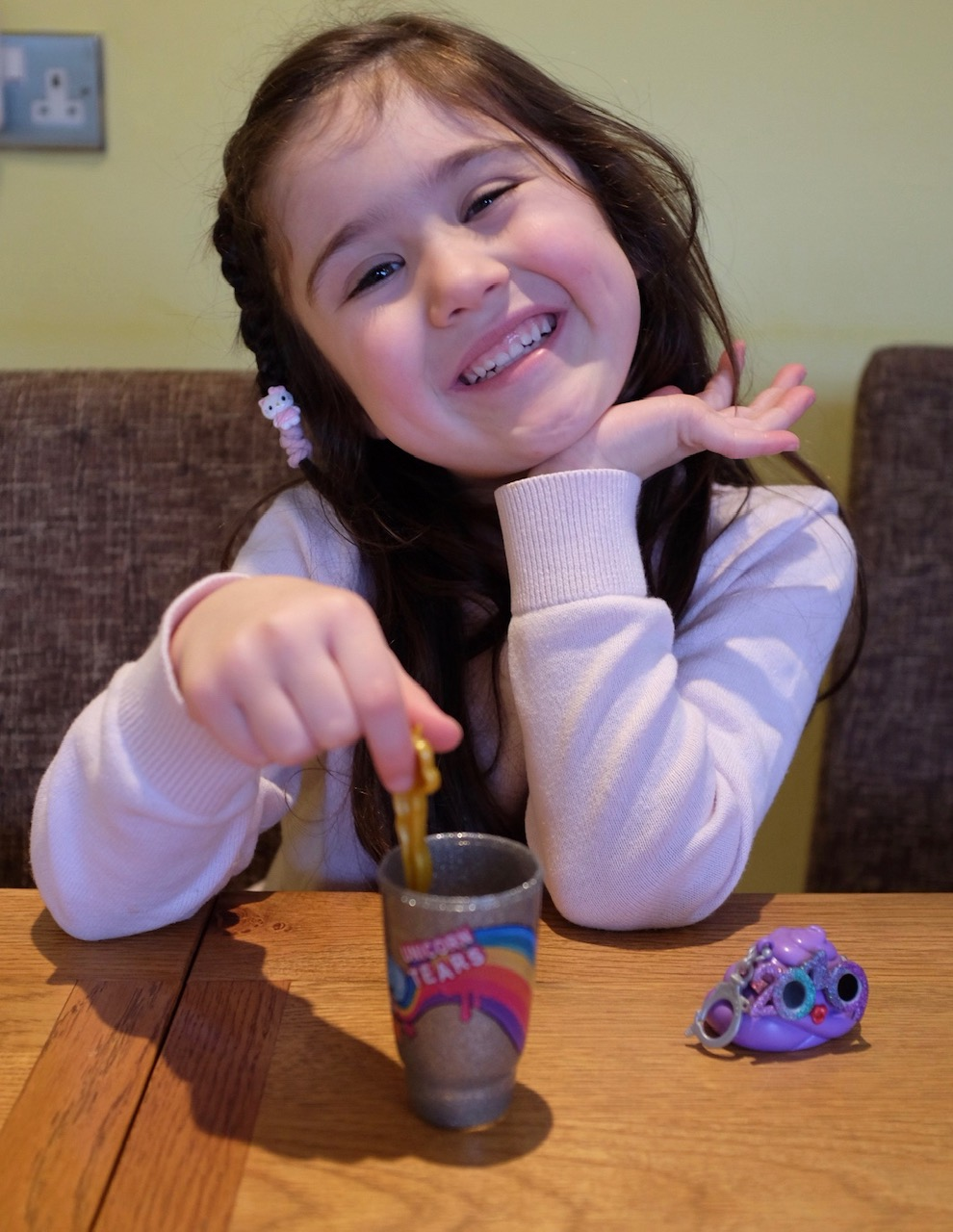 girl mixing up poopsie slime from the Pooey Puitton
