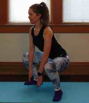 Finding the motivation to head outside or to the gym in the winter can be tough. This Snow Day Workout is the perfect combination of bodyweight exercises that you can complete right at home. This indoor cardio workout will help you burn calories with no equipment with a combination of full body HIIT exercises. Try this workout at home during your next snow day! #cardioworkout #athomeworkout #snowdayworkout #bodyweightexercises