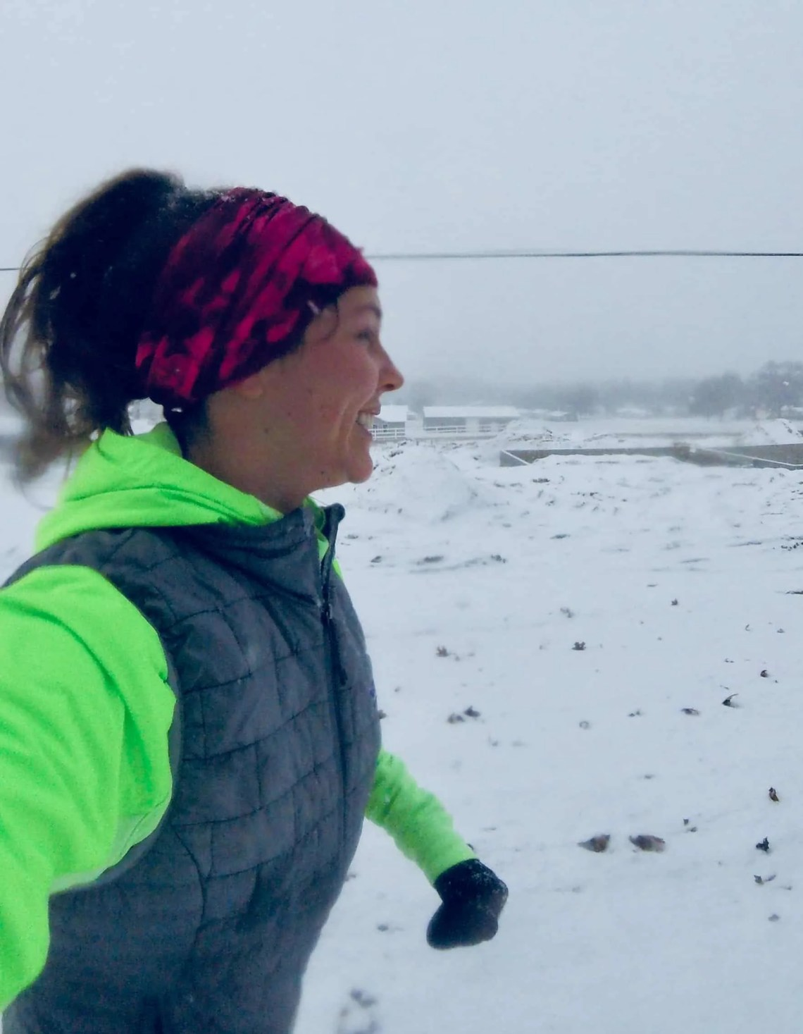 Winter running is without a doubt the most challenging season for runners. The cold weather, snow and darkness make maintaining running training feel impossible. Here are some game changing winter running tips to keep you motivated and train through the winter. #winterrunning #runningtips