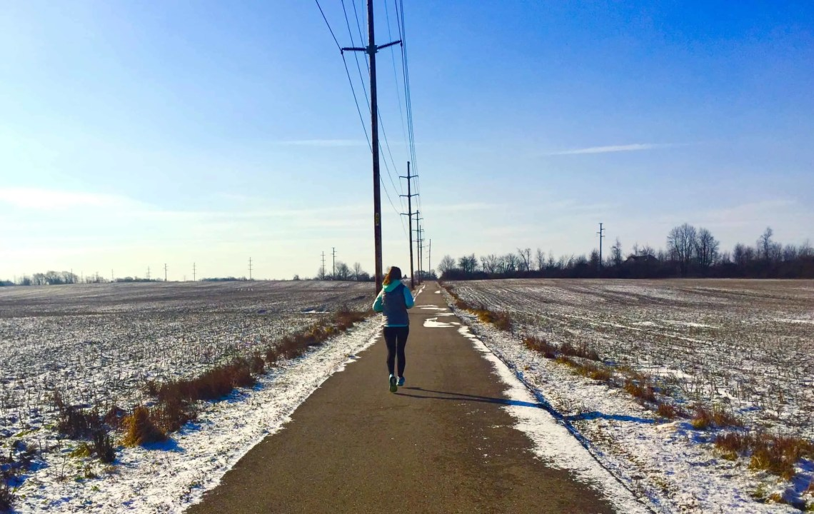 These game changing winter running tips will help any runner conquer cold weather. Find the motivation for winter running and keep up your fitness year-round! Run in the snow with ease with these essential winter running tips. #winterrunning #coldweatherrunning #runningmotivation #snowrunning