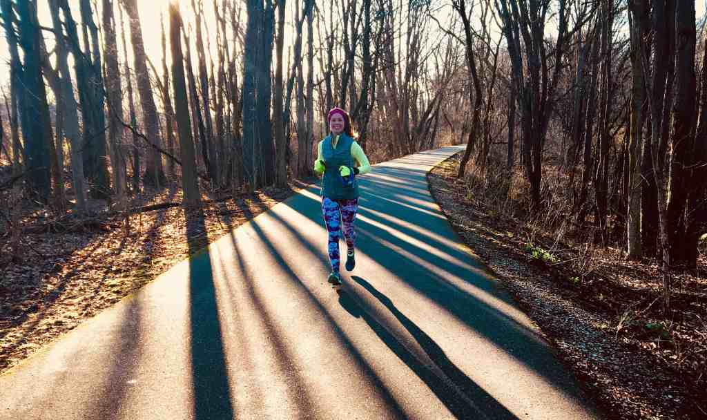 Finding winter fitness motivation is challenging amidst cold weather and dark, dreary skies. These 6 strategies will help you stay motivated to exercise this winter! No matter how impossible it may feel, it is possible to stick to your fitness routine year round. #winterfitness #coldweather #wintermotivation #winterrunning