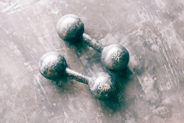 Βάρη στο γυμναστήριο - συμπληρώματα διατροφής