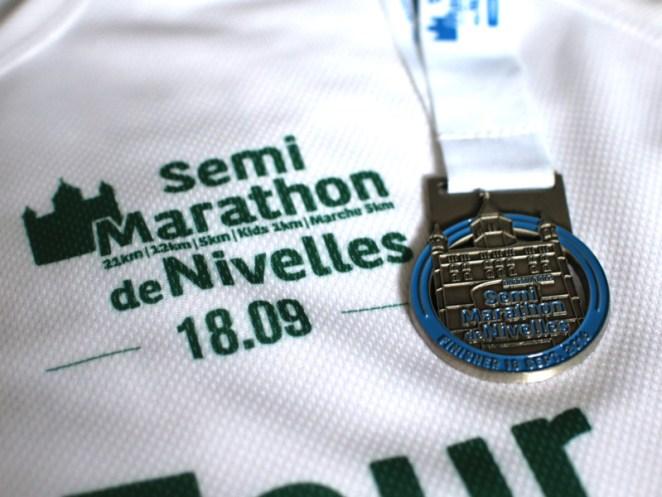 La médaille du Semi de Nivelles 2016 - crédit photo RunningGeek.be
