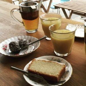 Cake en smoothies bij Anat Groningen