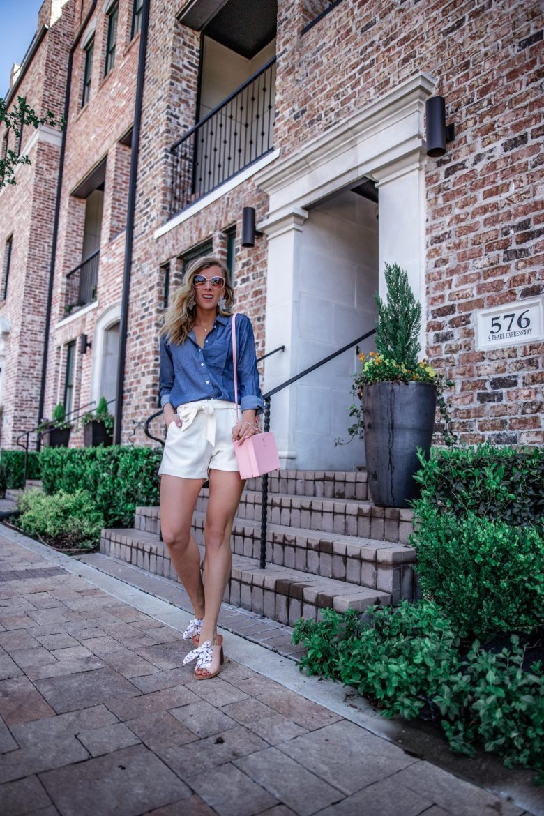 Influencer vs Blogger | Running in Heels | Chmabray Two Ways for summer