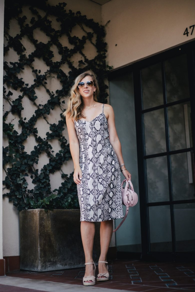 Easy Everyday End of Summer Outfits from Express featured by top Dallas fashion blogger, Running in Heels.