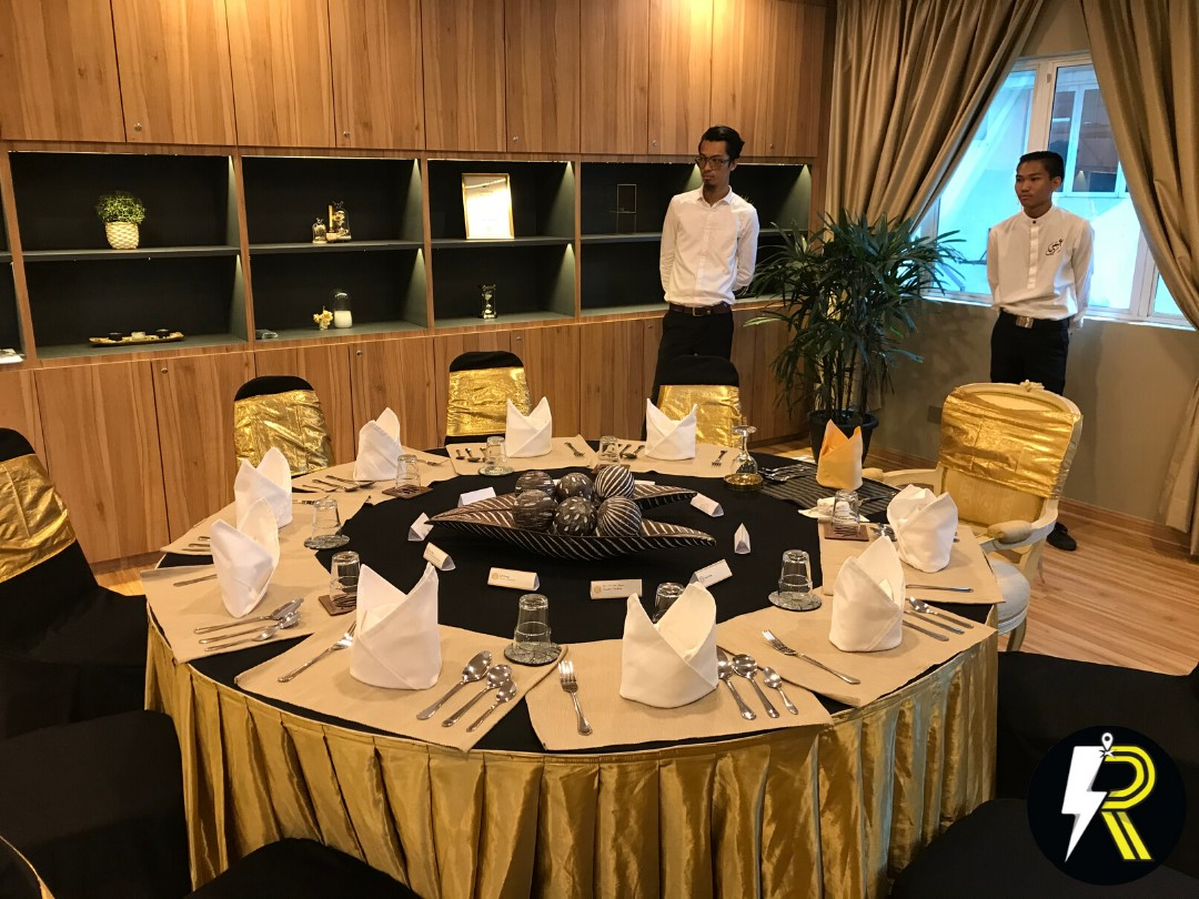 runningmen catering with table setting