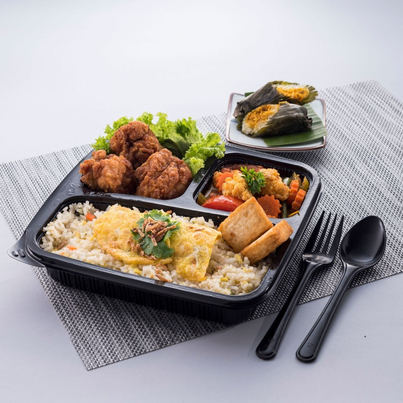 runningmen catering bento box pattaya fried rice with fried chicken