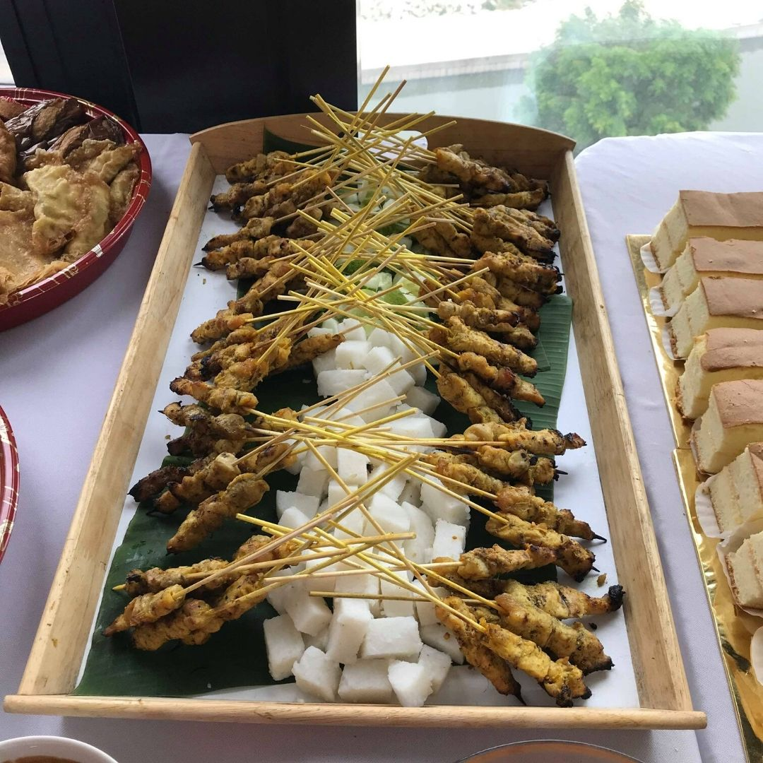 runningmen catering buffet food dish chicken satay sate ayam with ketupat rice