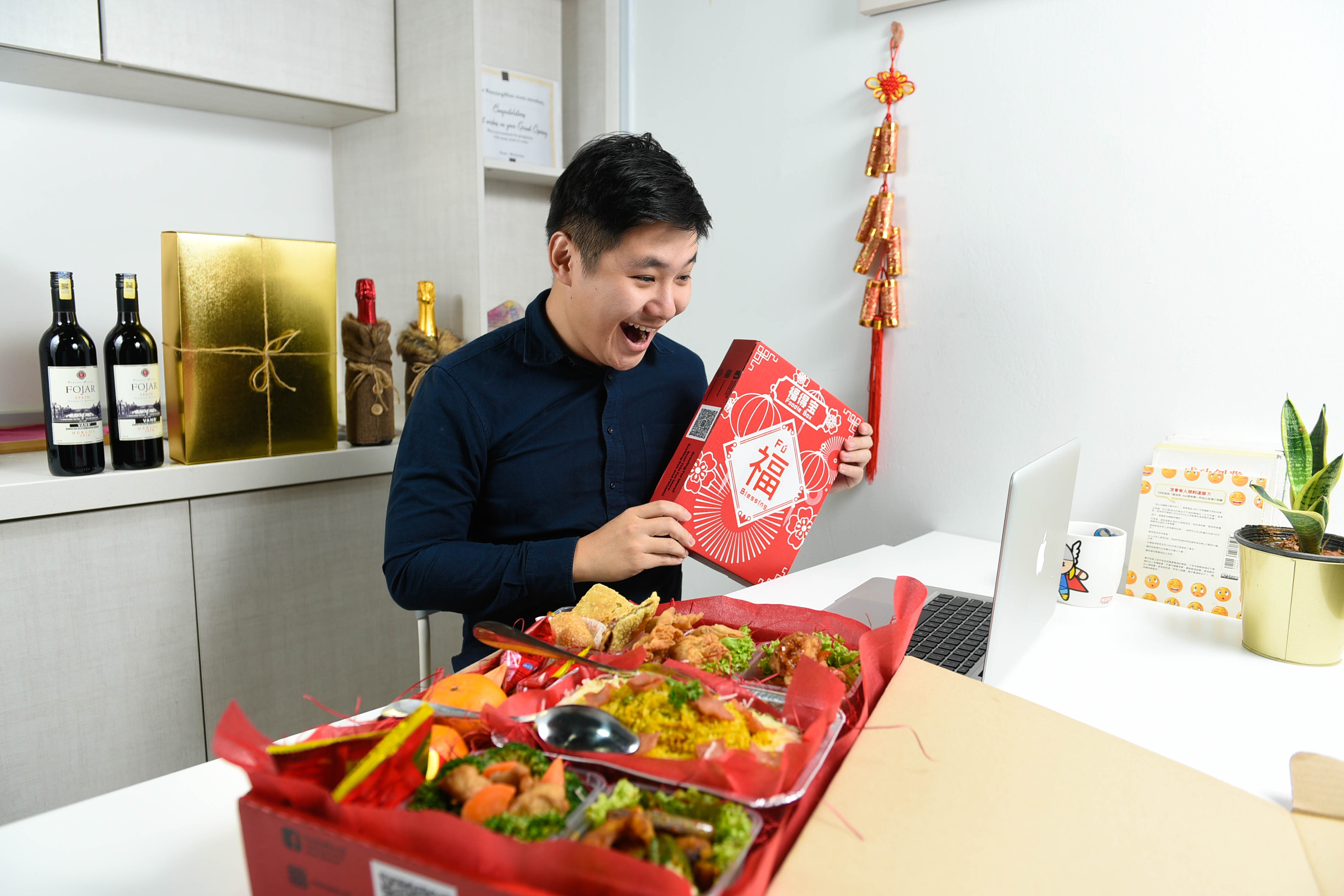 runningmen catering foodie box for corporate with man having virtual party 2