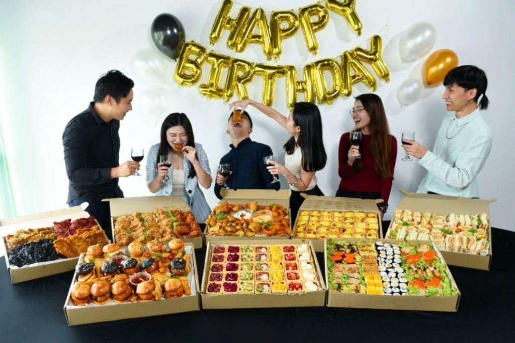 runningmen catering party buffet food group photo