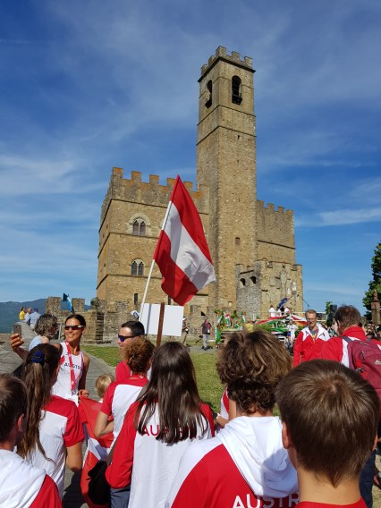 Festlich geht's in die Mittelalterliche Altstadt von Poppi