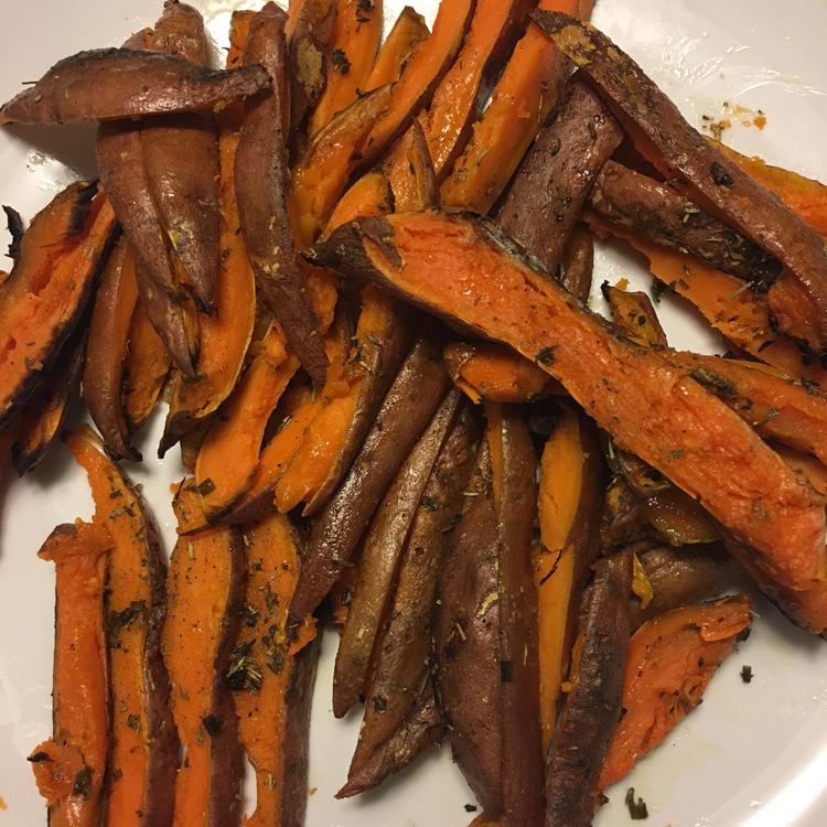 Rosemary Roasted Sweet Potato Fries | Meatless Monday | Running on Happy