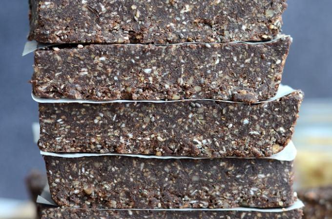 No-Bake Chocolate Chia Energy Bars