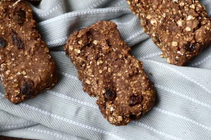 Baked Cinnamon Raisin Protein Oat Bars