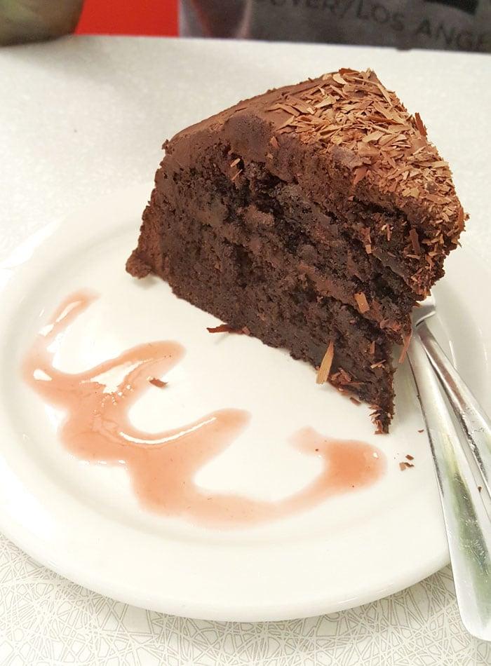 chocolate-apple-cake-aux-vivres-montreal