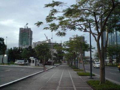 spacious sidewalks