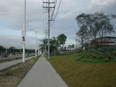 Sidewalk approaching UP-AyalaLand TechnoHub
