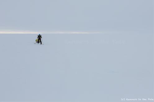 L'horizon parfois disparait, et nous laisse seuls, sans repère, dans le brouillard. La navigation sur les vagues de glace devient alors plus compliquée, mais nous tenons le cap.