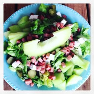 gezonde ham-meloen salade met augurk en arla kaas