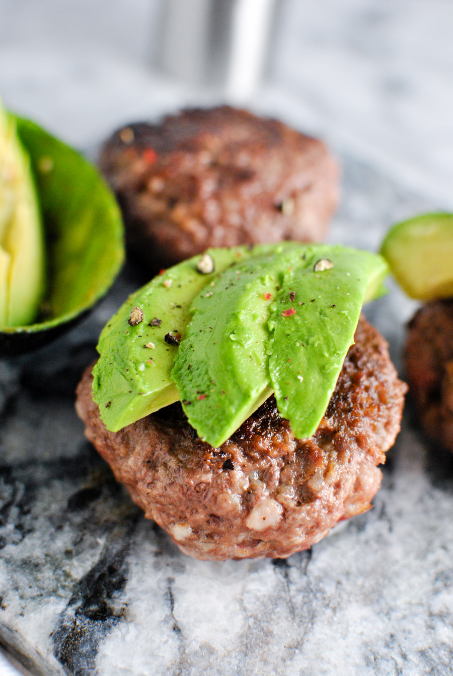 Garlic Bacon Avocado Burger recipe! We love this whole30 approved recipe for a quick & easy emergency meal!   thepikeplacekitchen.com