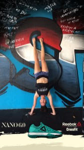 CrossFit-aversary handstand