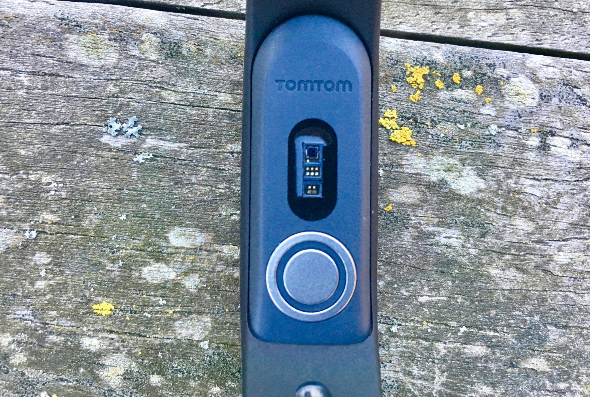 The electrode on the underside of the TomTom Touch