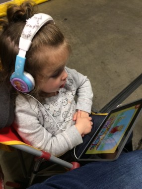 Tips for keeping a toddler entertained when you really wanna listen to a presentation: headphones, Daniel Tiger,...