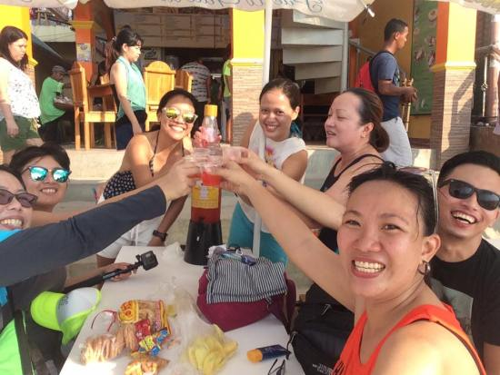 Puerto Galera - Cheers!