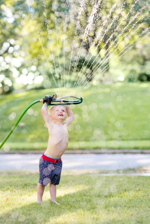 best camera settings for taking photos of kids in sprinklers