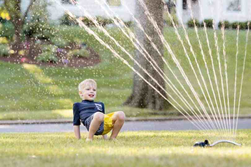 how to take the best sprinkler photos of kids