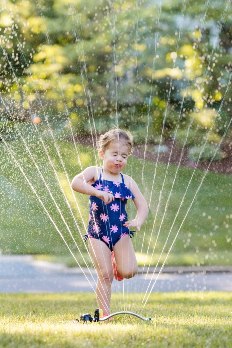 tips for taking photos of kids playing in the sprinkler