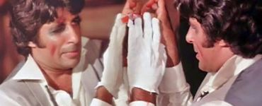 The Show Must Go On: Amitabh Bachchan Shares A Funny Clip From Amar Akbar Anthony 7