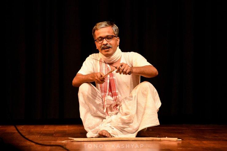 """""""পৰিচালক হ'বলৈ বিচৰা এজন সাধাৰণ ল'ৰাহে মই; যিয়ে ছবি ভাল পায়।""""- লোচন কৌশিক 1"""
