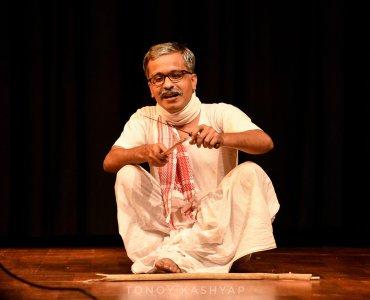"""""""পৰিচালক হ'বলৈ বিচৰা এজন সাধাৰণ ল'ৰাহে মই; যিয়ে ছবি ভাল পায়।""""- লোচন কৌশিক 8"""