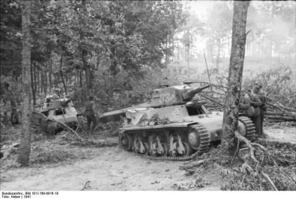 Panzerkampfwagen 39H 735(f) negde u jugoslovenskim šumama.