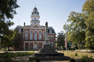 Hancock County courthouse built in 1883, Georgia Trust photo