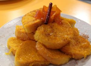 Rabanadas com calda de laranja