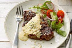 Bife com molho de mostarda Dijon