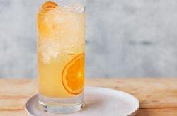 Gin com mel e laranja